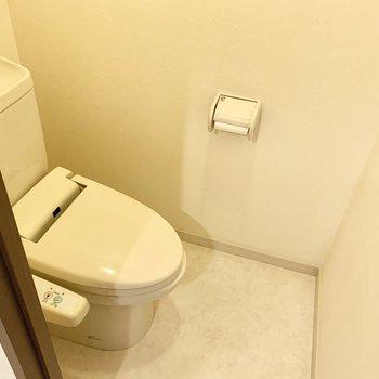 トイレはウォシュレット付き。(※写真のお部屋は清掃前のものです)