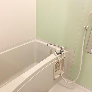 先程見えていた浴室はシンプルですがパステルグリーンが素敵で解放感たっぷり◎