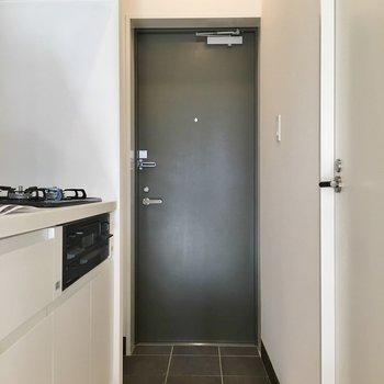 玄関は普通サイズ