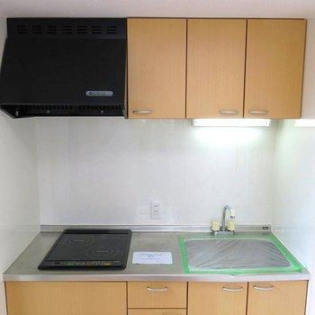キッチンはIH2口です!。※写真は702号室のもの