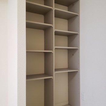 こちらには小物を。※写真は1階の同間取り別部屋、清掃前のものです