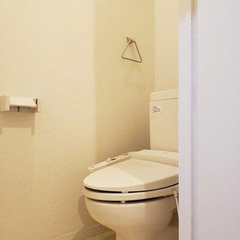 トイレは個室です※写真は1階の同間取り別部屋、清掃前のものです