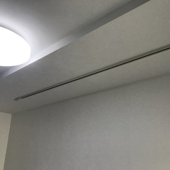 照明とライティングレールついてます