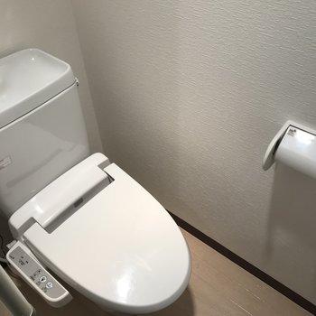 おトイレはウォシュレット付き