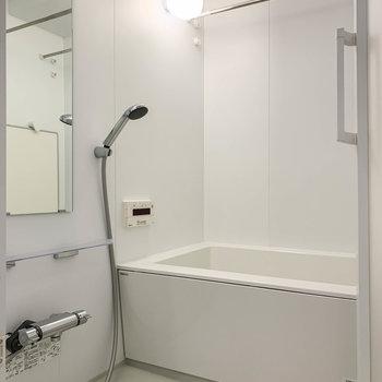浴室乾燥や追い炊きの付いたお風呂です。