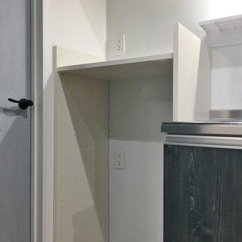 冷蔵庫置き場の上にはレンジ置きも!※写真は同タイプの10Fのお部屋。
