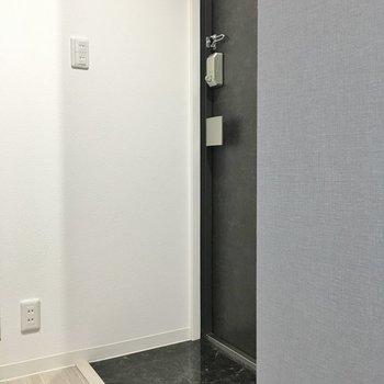 フラットな玄関です◎※写真は同タイプの10Fのお部屋。