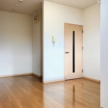 玄関と居室をしっかり遮ることができます。(※写真は清掃前のものです)