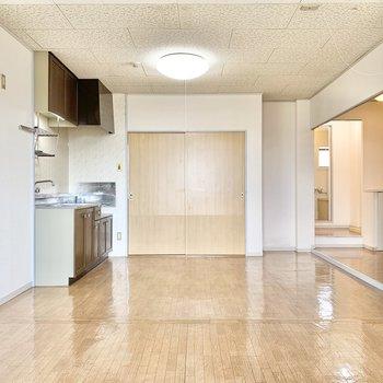 【LDK】大きめの家具を設置できますね。