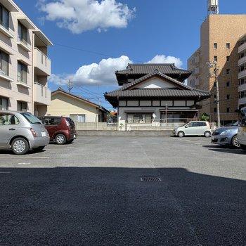 駐車場も付いてます。