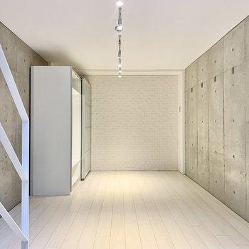 【下階】こちらも壁はコンクリート。