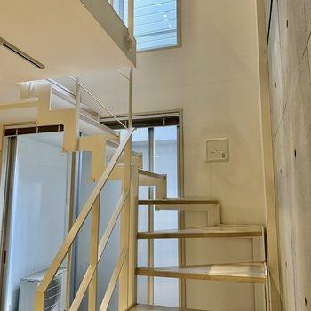 【下階】さて、上に上がって、お次は設備をチェック。