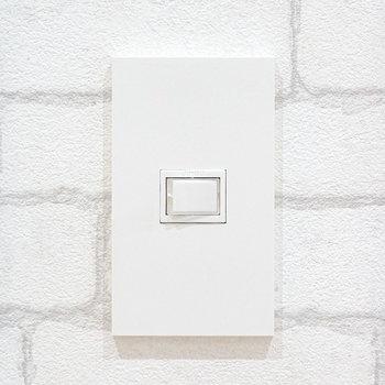電源スイッチも生活感の少ない、センスあるモノに!細かい配慮が嬉しいね。