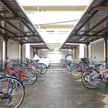 多くの人が駐輪場を利用しているみたい。
