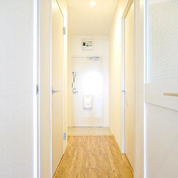そのドアを開けて、左手が脱衣所の入り口。