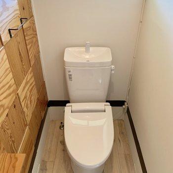 ついほっこりしてしまいそうな個室トイレです。