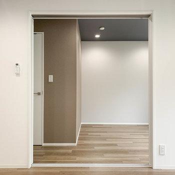 【LDK】さて、次は一旦お隣のお部屋へ。