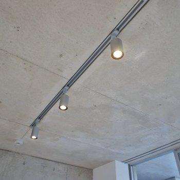スポットライトがクールにお部屋を照らします♪