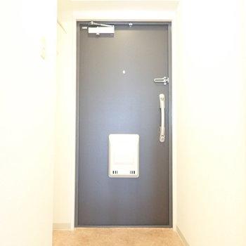 くぼみ部分にシューズボックスつくりましょう。※写真は5階同間取り・別部屋のものです。