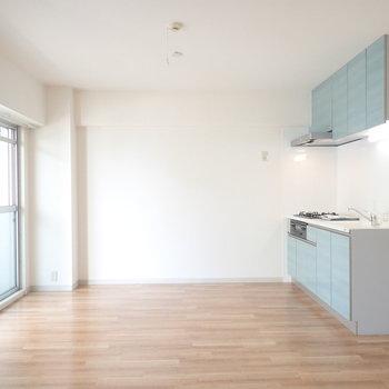 白×木調が柔らかい雰囲気を。※写真は5階同間取り・別部屋のものです。