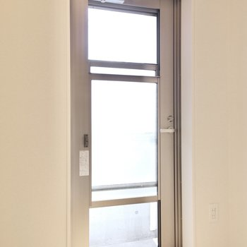 このドアは窓としても使えるんですよ!