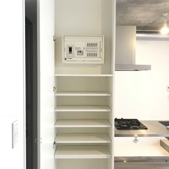 靴箱はこちら。使い勝手良さそうな高さです※写真は2階の同間取り別部屋のものです