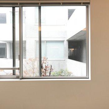 寝室にも窓がちゃんとあります。※写真は2階の同間取り別部屋のものです