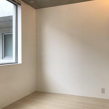 寝室も見ていきましょう※写真は2階の同間取り別部屋のものです