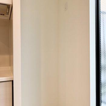 冷蔵庫はキッチン右横に置けます。