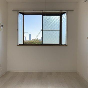 出窓はインテイリア的にも実用的にもあると嬉しいんだよなぁ〜♪