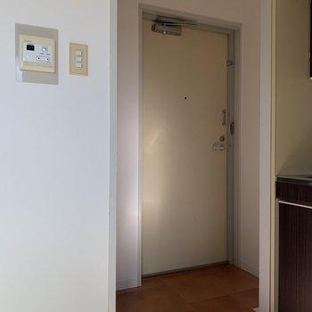 玄関はお部屋のわりには広め!
