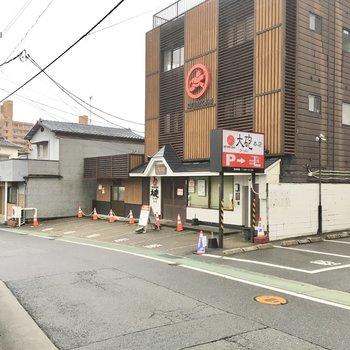 徒歩1分のところに久留米ラーメンの老舗が・・・!くぅ〜食べたい!!
