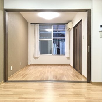 まずは洋室から見ていきましょ〜!洋室は6帖の広さ。