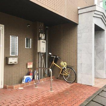 自転車はここに置けるかな?