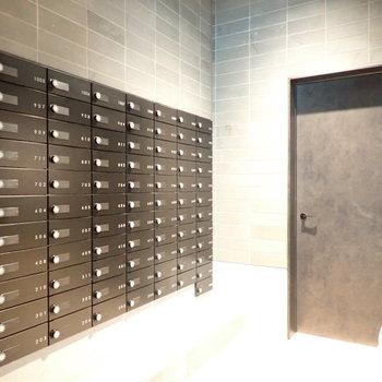 シックなメールボックスはエントランスに。