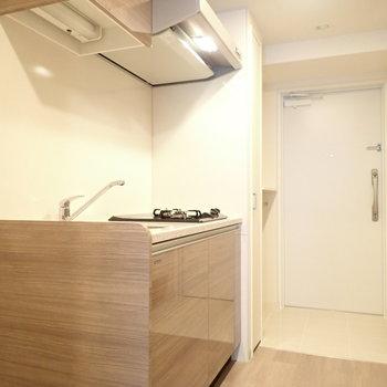 キッチン。つやつやで嬉しい。(※写真は4階の同間取り別部屋のものです)