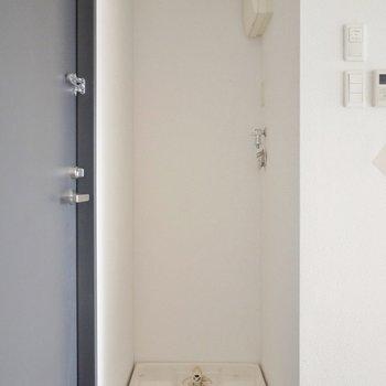洗濯機はこちらに(※写真は5階の反転間取り別部屋のものです)