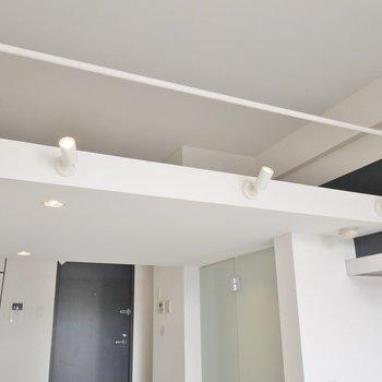 この照明がとにかくムーディー(※写真は5階の反転間取り別部屋のものです)