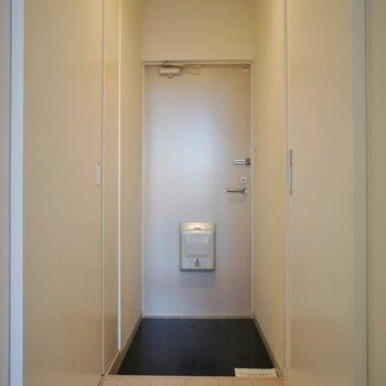 廊下も天井高!※写真は同タイプの別室。