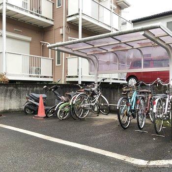 屋根付き駐輪場がありました。