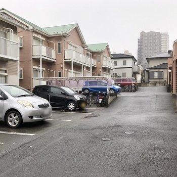 駐車場が広がります。