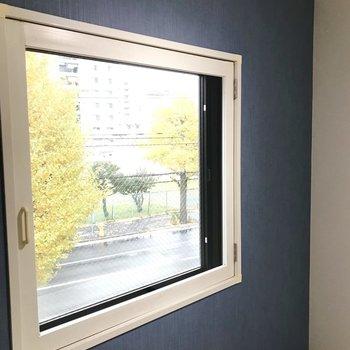 窓も大きめ◎窓をのぞくと、、