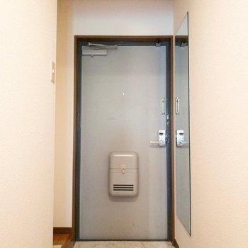 玄関横に少しスペースがあります。