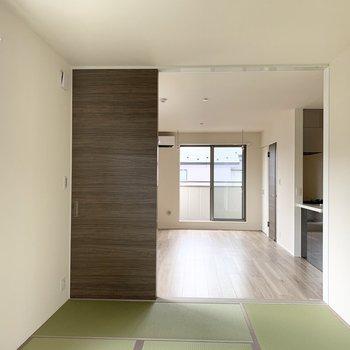 新しくきれいな青々とした畳です。(※写真は2階の同間取り別部屋のものです)