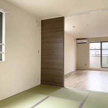 東向きの和室は、爽やかな朝日が差し込みます。(※写真は2階の同間取り別部屋のものです)