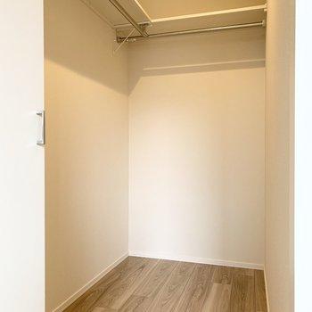 洋室、(※写真は2階の同間取り別部屋のものです)