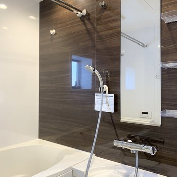 とてもステキなお風呂なのでもう一枚。(※写真は2階の同間取り別部屋のものです)