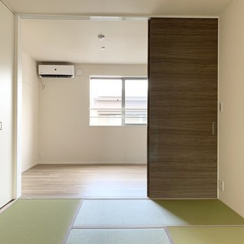 和室から、洋室へ。(※写真は2階の同間取り別部屋のものです)