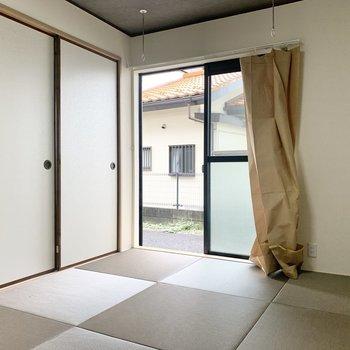 【和室】続いて、琉球畳の和室へ