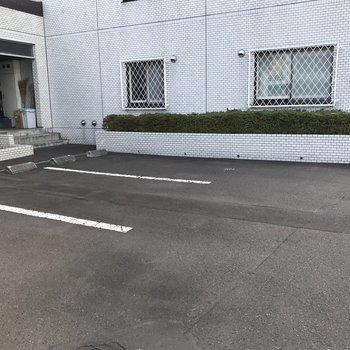 駐車場は空き1台あり